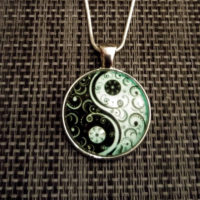 Ying Yang medaillon + snake ketting glow in the dark