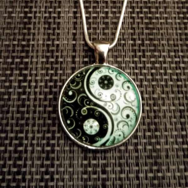 Ying Yang medaillon + snake ketting glow in the dark